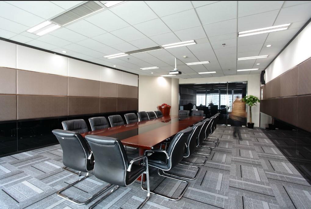 郑州会议室设计效果图,办公室装修工程中对会议室装修是企业比较重视的一个装修空间,郑州富有世纪装饰做过大量的会议室装修设计工程现有着大量的会议室效果图,会议室设计效果图、会议室装修效果图等作品案例,我们依靠严格的质量管理体系已为数以千计个客户送去了优质的服务,在办公室装修领域取得了丰硕成果。