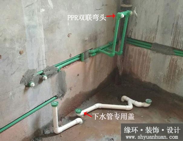 图1:卫生间的PVC下水管(白色)和PPR给水管(绿色)-杨浦区三门