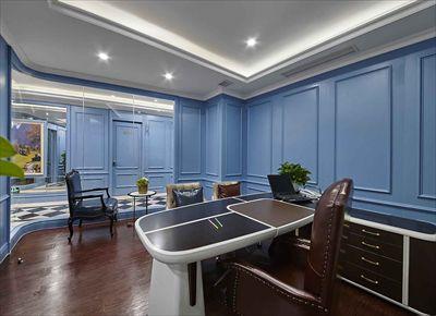 一层强调英伦的雅致及品位,用浅蓝色欧式墙面穿插整个空间,强列的