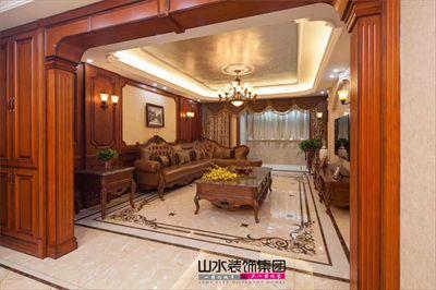 客厅电视背景墙使用大理石与红木护墙板的组合,冷暖的材质对比,给人图片