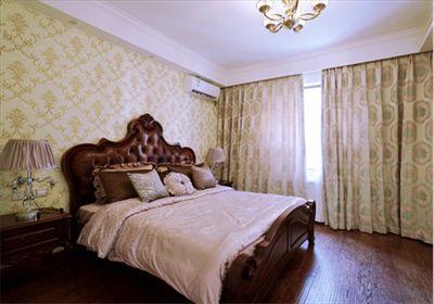主卧采用暖黄调大马士革纹蓝天豚硅藻泥印花作背景墙,绿色环保