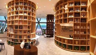 大悦城耀眼晶莹通透的钻石独栋标志性建筑-