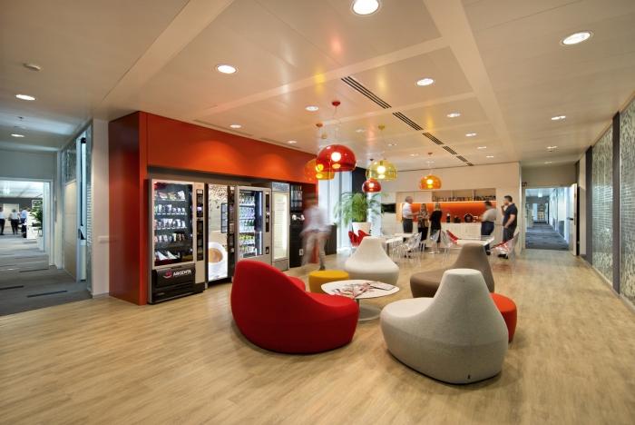 建筑欣赏:Nestle雀巢米兰总部办公空间设计(组图)