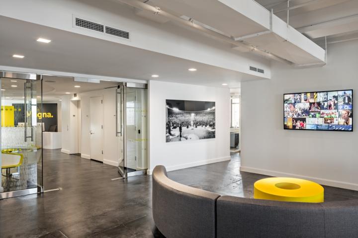 建筑欣赏:Magna现代时尚办公空间设计(组图)