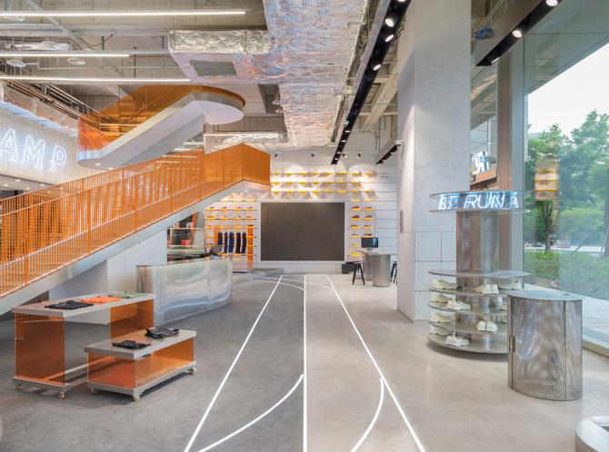 建筑欣赏:上海新天地跑步者营地旗舰店设计(组图)