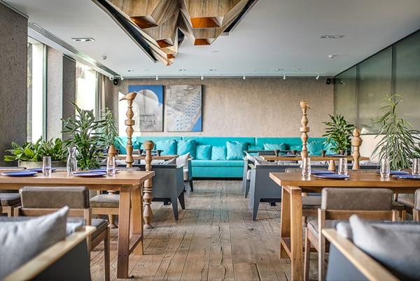 建筑欣赏:基辅BARVY现代餐厅空间设计(组图)