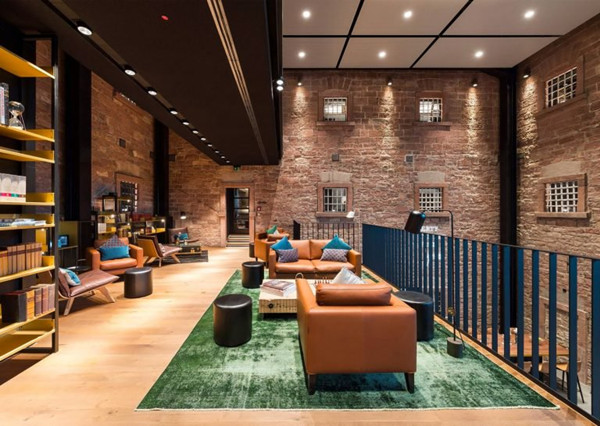 建筑欣赏:监狱改造的Hotel Liberty酒店设计(组图)